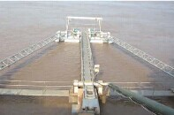 Multistage simulated mobile floating vessel pumping station intake floating dock pump station